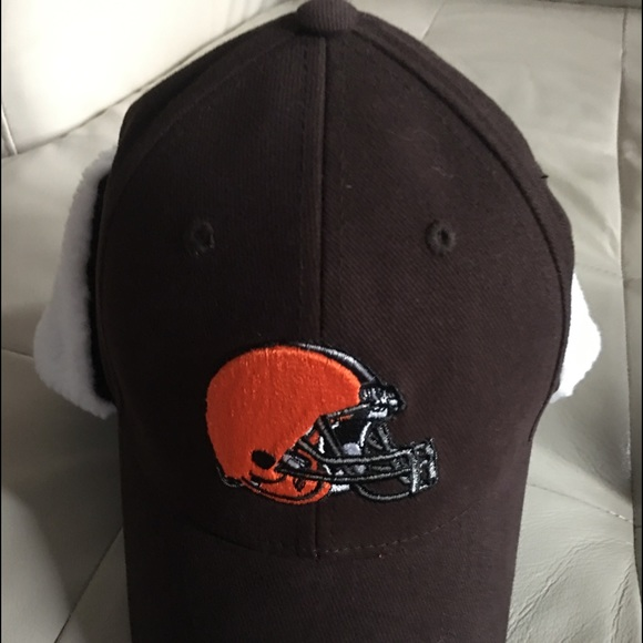 e151d059 Cleveland Browns Hat with Ear flaps NWT NWT